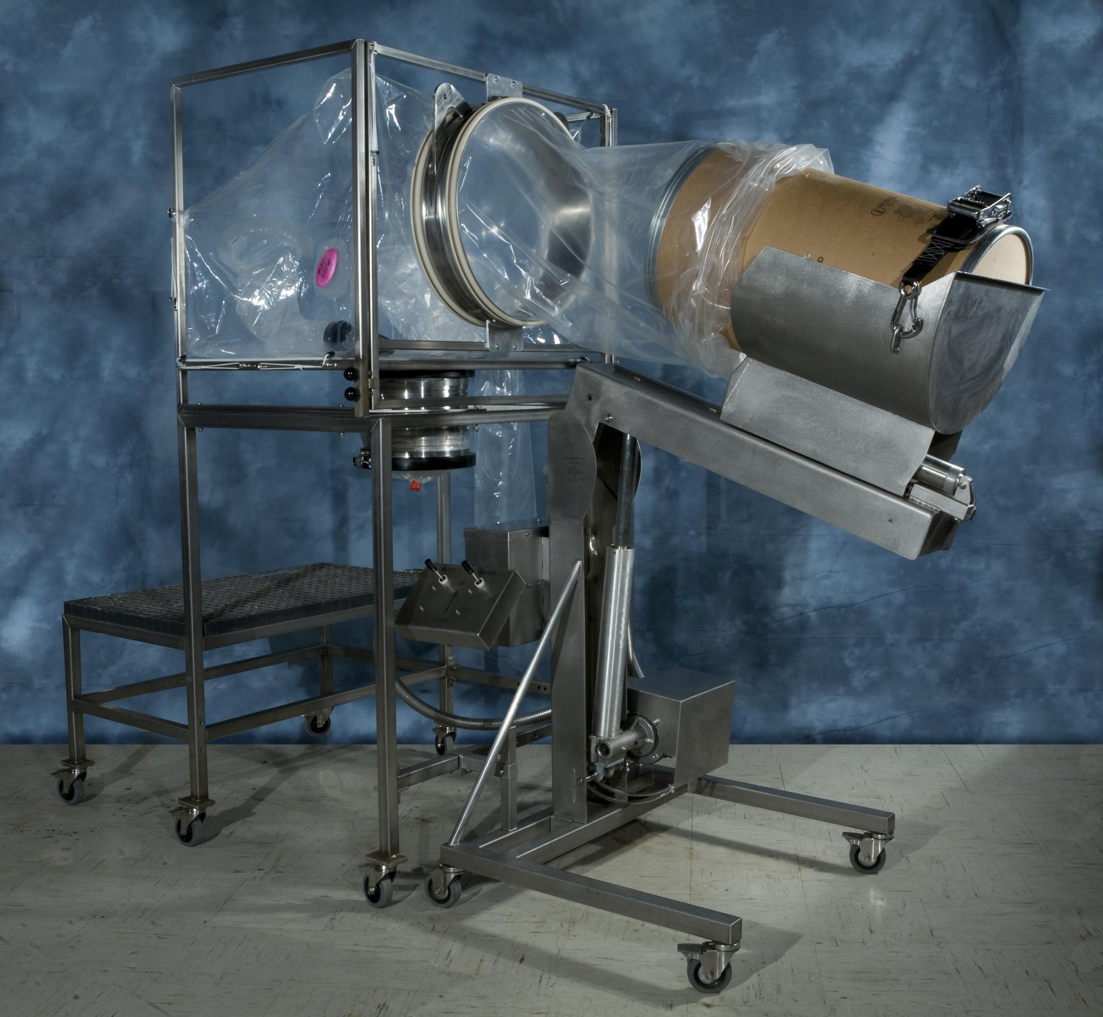 Гибкая герметичная система для загрузки сырья из бочек в технологическое оборудование